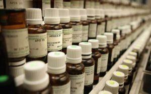 homeopátiás üvegcsék sora