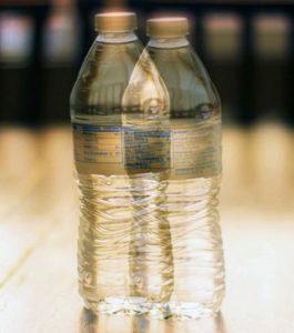 vizes palack kettős látással nézve