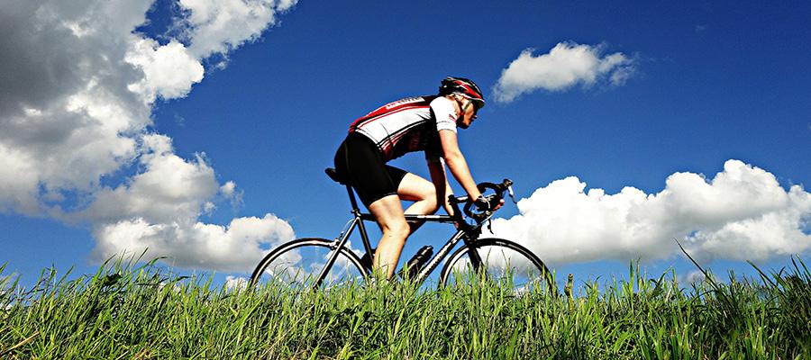 kerékpározó férfi