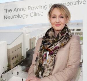 J. K. Rowling az Anne Rowling Clinic megalapításakor